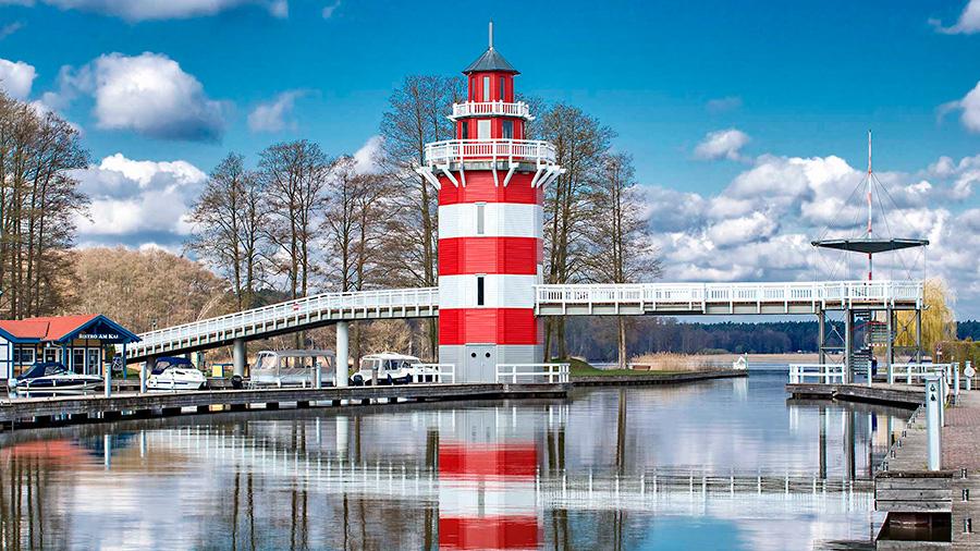 Hafendorf Rheinsberg - Blick auf den Leuchtturm