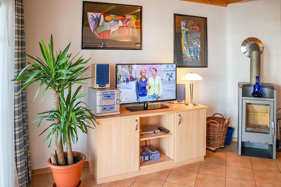 Wohnzimmer mit Kaminofen im Ferienhaus S 16