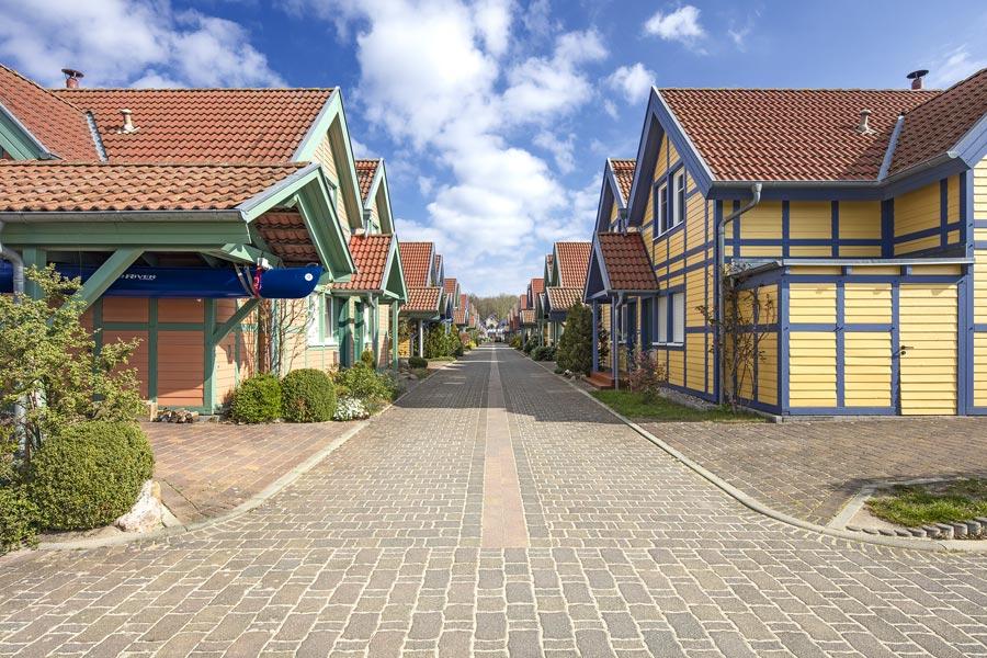 Häusergruppe S-Insel Zugang zur Grossen Hafengasse im Hafendorf Rheinsberg
