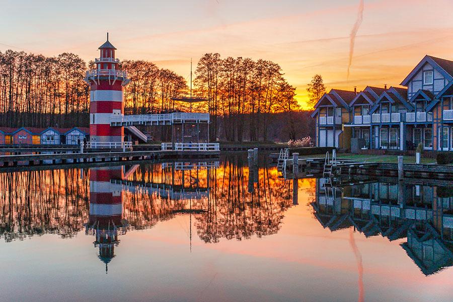 Abendstimmung Leuchtturm im Hafendorf Rheinsberg