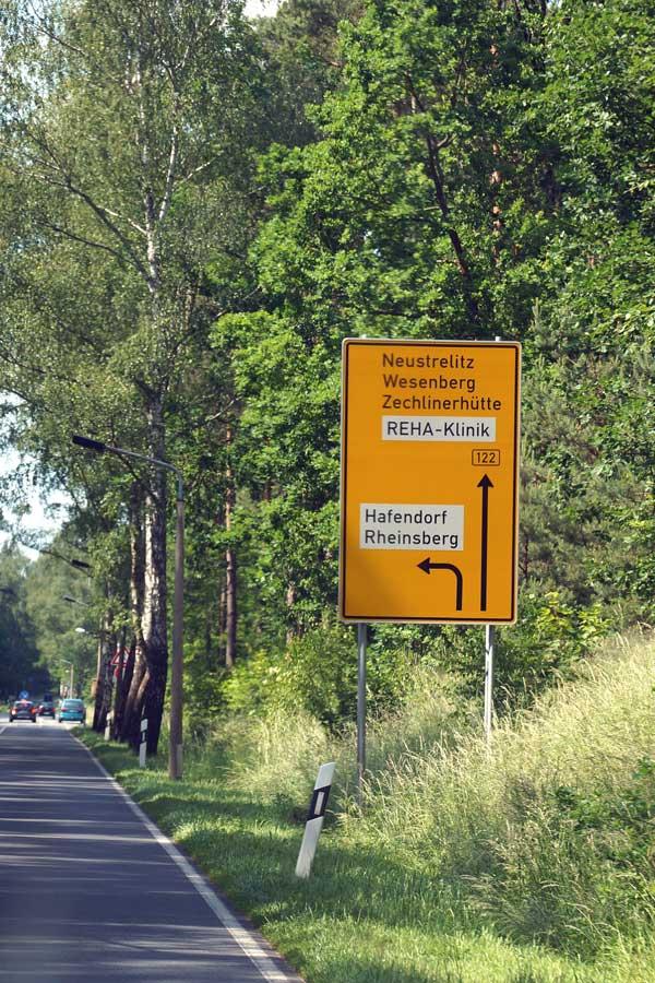 Abzweig ins Hafendorf