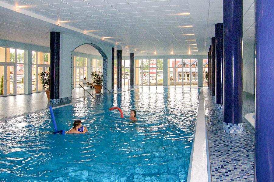 Schwimmbad im Maritim Hotel Rheinsberg